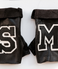 Mitts SM , vintage leather . Mitaines SM en cuir vintage